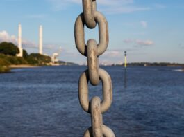 chain-at-sea-c903b97a